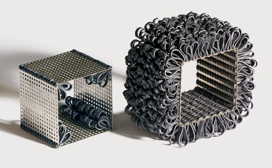 Nikolay Sardamov, Soft Construction, armbanden, 2005. Foto Angel Penchev, zilver, rubber