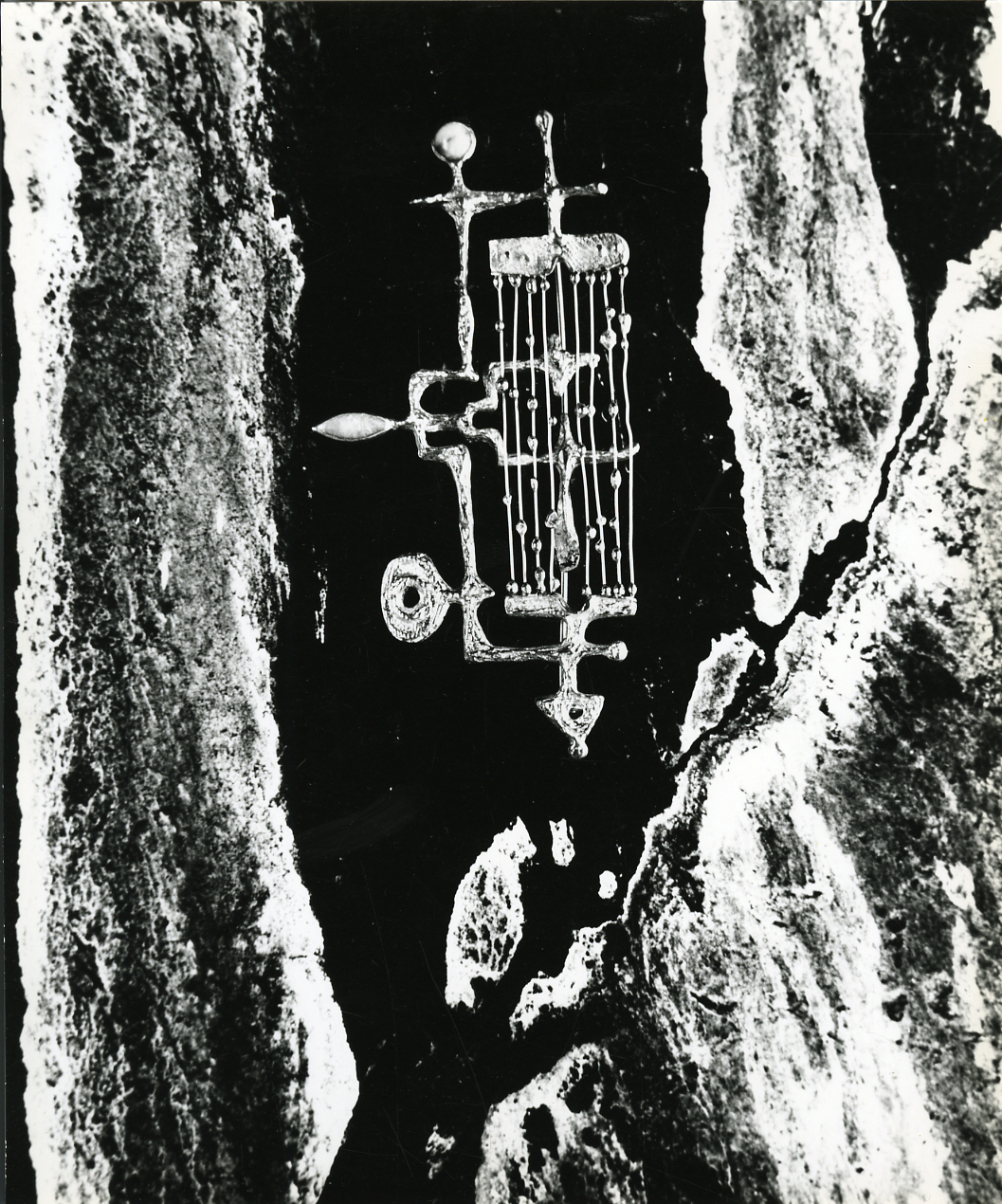 Paolo Monti, sieraad van Arnaldo Pomodoro, 1960