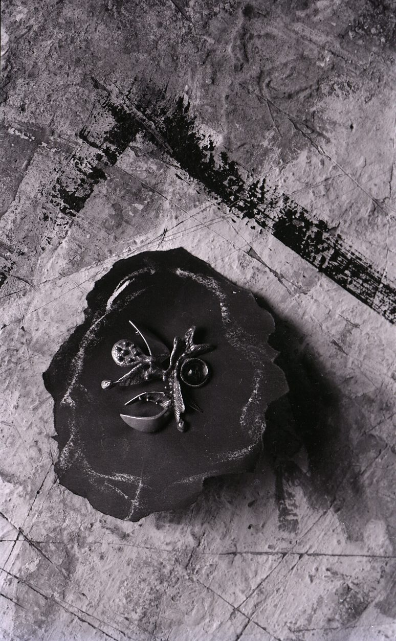 Paolo Monti, sieraad van Arnaldo Pomodoro, 1965
