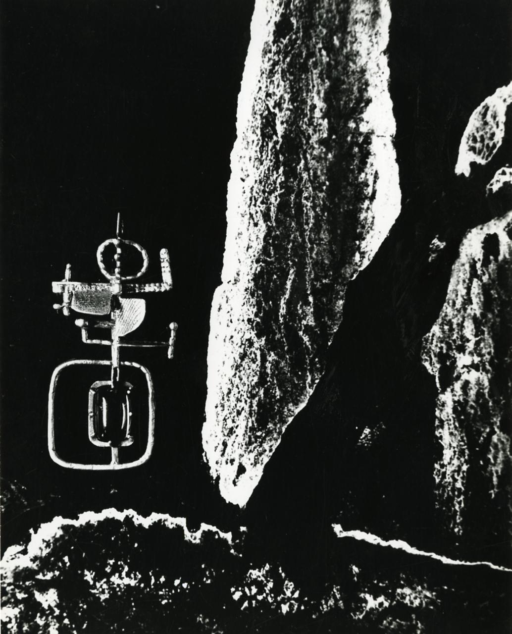 Paolo Monti, sieraad van Arnaldo Pomodoro, 1955