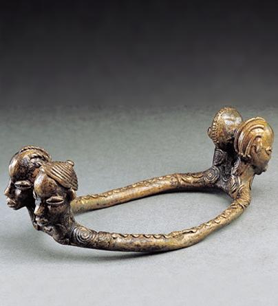 Armband, Burkina Faso, 1900-1949. Collectie World Jewellery Museum, brons