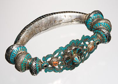 Armband, Pakistan, 1900-1999. Collectie World Jewellery Museum, zilver, email