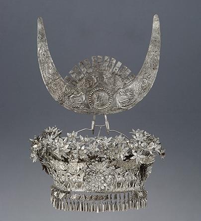 Sieraad, China, 1900-1999. Collectie World Jewellery Museum, aluminium