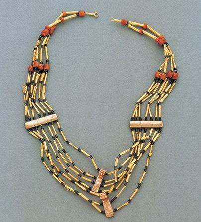 Halssieraad, Colombia, 1300-1399. Collectie World Jewellery Museum, goud, kralen