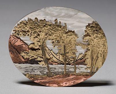 Simon Wroot, Waterton Lake, broche, 2009. Collectie World Jewellery Museum, zilver, brons, koper