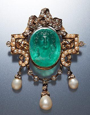 Broche, Italië, 1850. Collectie World Jewellery Museum, smaragd, goud, parel, diamant