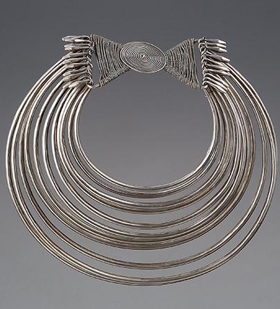Halssieraad, China, 1900-1999. Collectie World Jewellery Museum, zilver