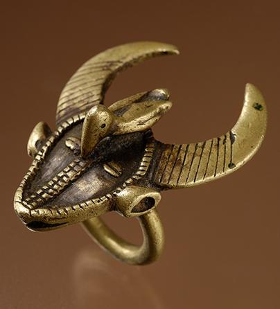 Ring, Ivoorkust, 1900-1999. Collectie World Jewellery Museum, brons
