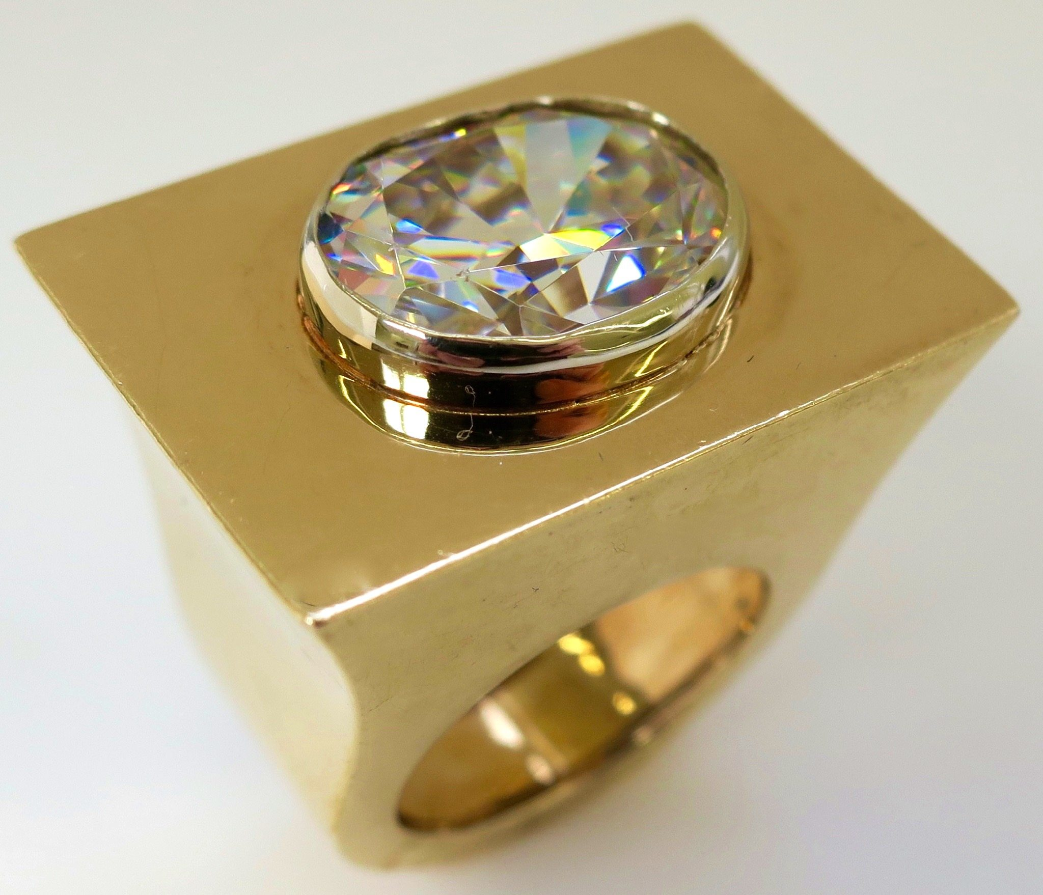 Ring, circa 1960. Foto Kimberly Klosterman, goud