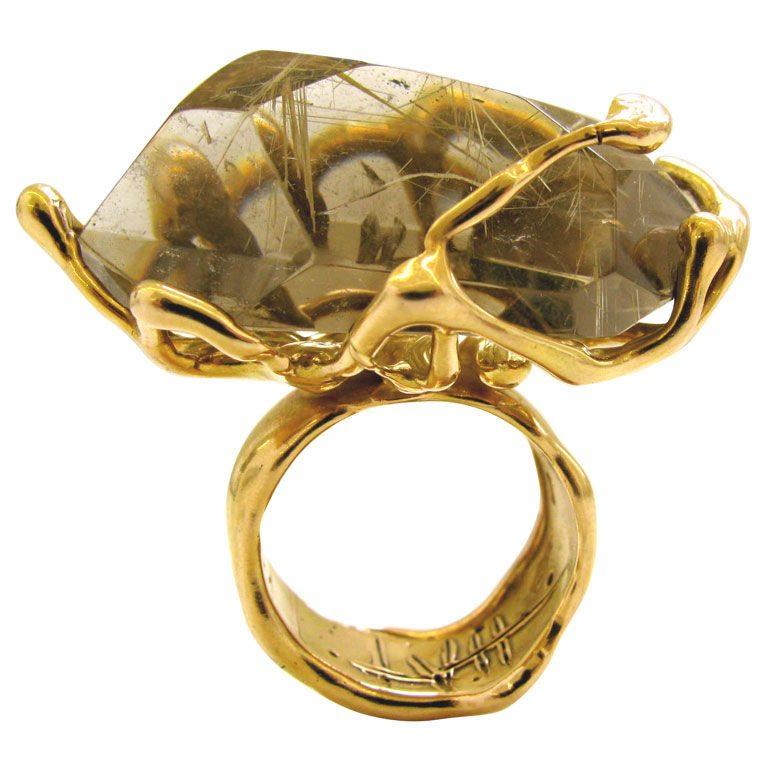 Lucifer vir Honestus, ring, Italië, 1960-1999. Foto Kimberly Klosterman, goud, gerutileerd kwarts