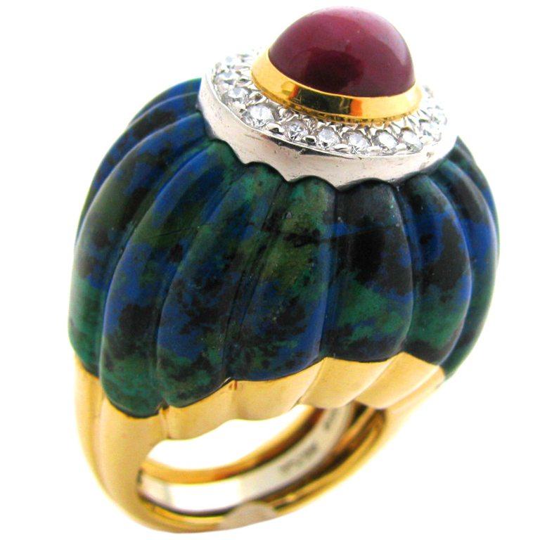 David Webb, ring, circa 1980. Foto Kimberly Klosterman, goud, malachiet, robijn, diamant