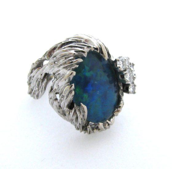 Gilbert Albert, ring, circa 1960. Foto Kimberly Klosterman, witgoud, opaal doublet, diamant