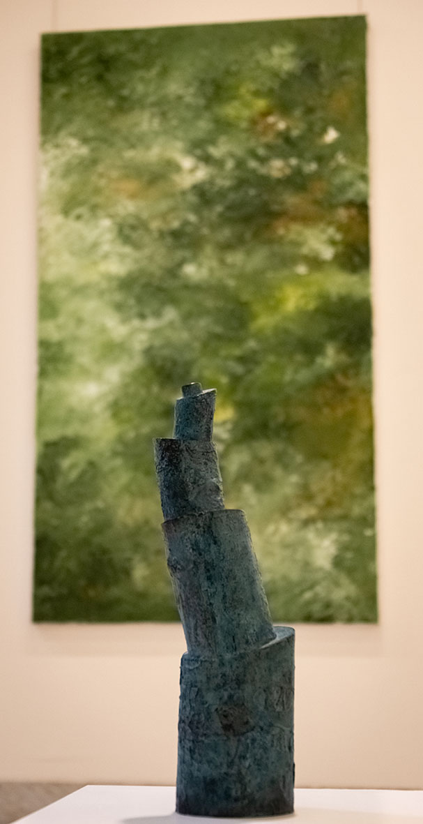 Sjoerd Buisman, sculptuur, Armando, schilderij. Buiten, Paviljoen Welgelegen, Haarlem, 2021. Foto Aldo Smit