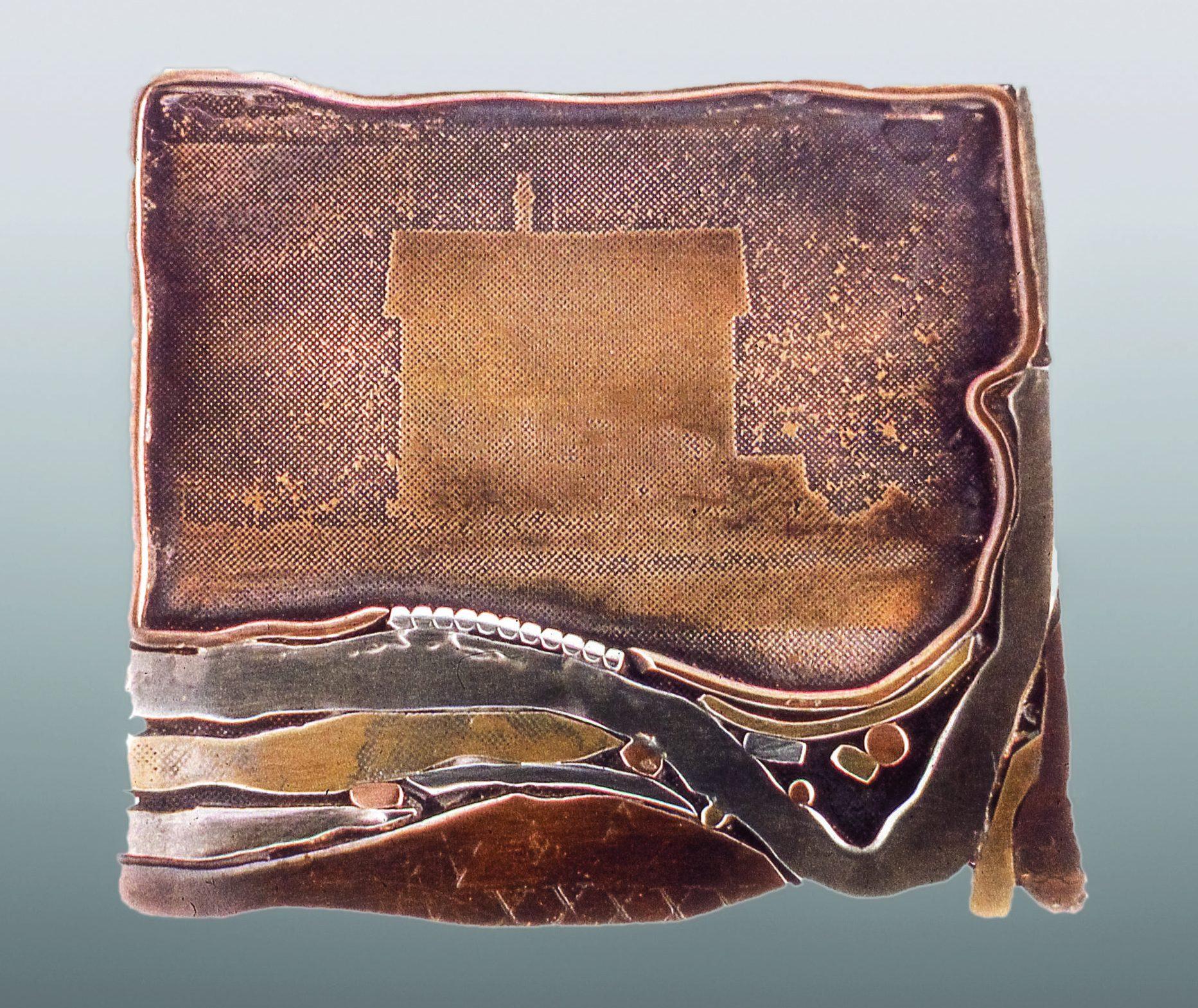 Eleanor H. Moty, Prairie House Pin, broche, 1969. Foto Eleanor H. Moty, brons, zilver, koper,