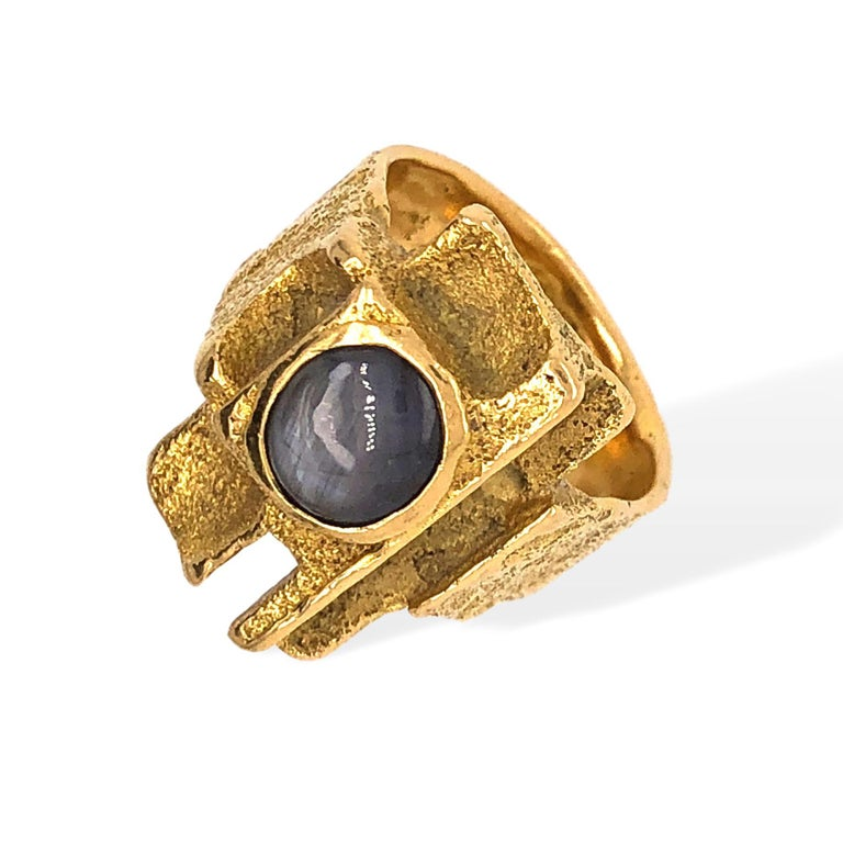 Louis Perrier, ring, 1970-1979. Foto Kimberly Klosterman, goud, saffier