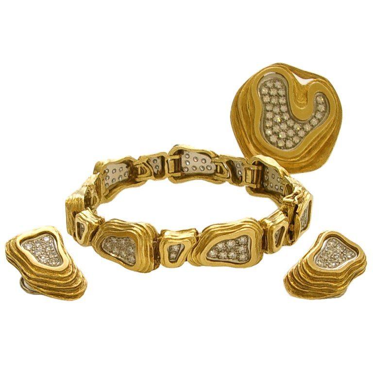 Broche/hanger, oorsieraden, armband, Verenigd Koninkrijk, 1975. Foto Kimberly Klosterman, goud, diamant