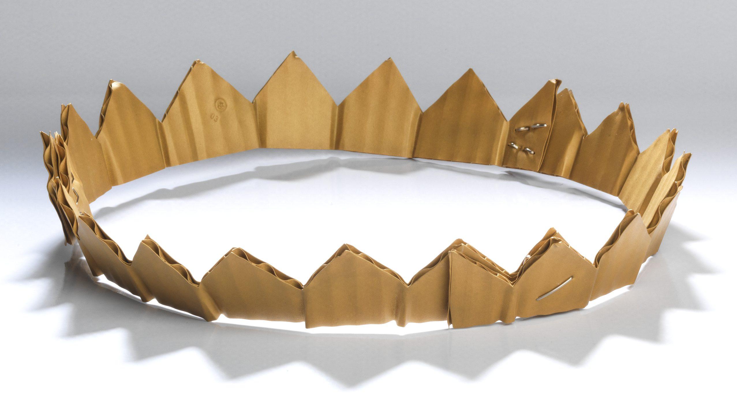 David Bielander, Cardboard Crown, kroon, 2015. Collectie MAD. Foto MAD, goud, witgoud