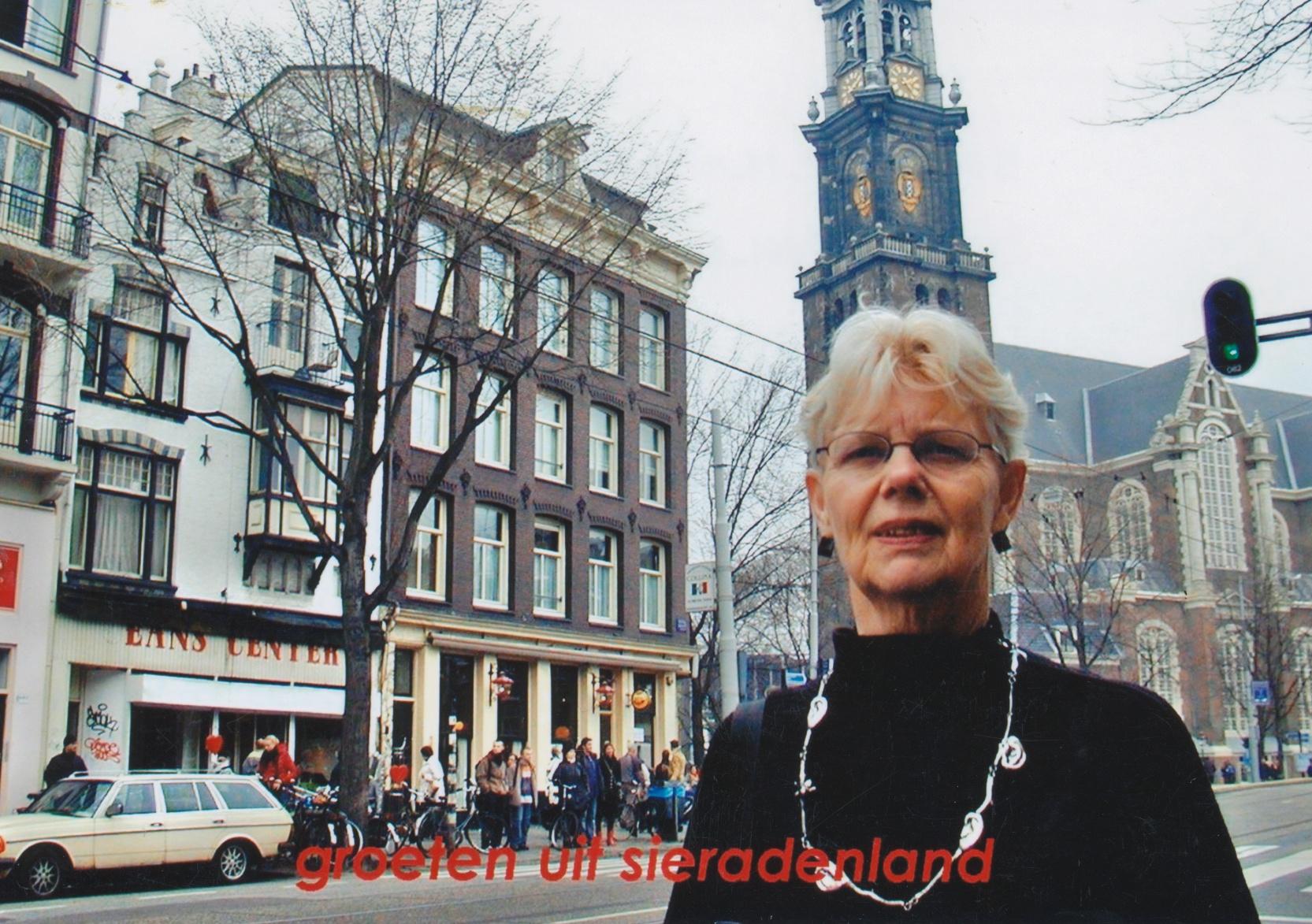 Claartje Keur, Zelfportret met halssieraad van Nicolas Dings, Amsterdam, Westerkerk, 14 februari 2004. Foto Claartje Keur