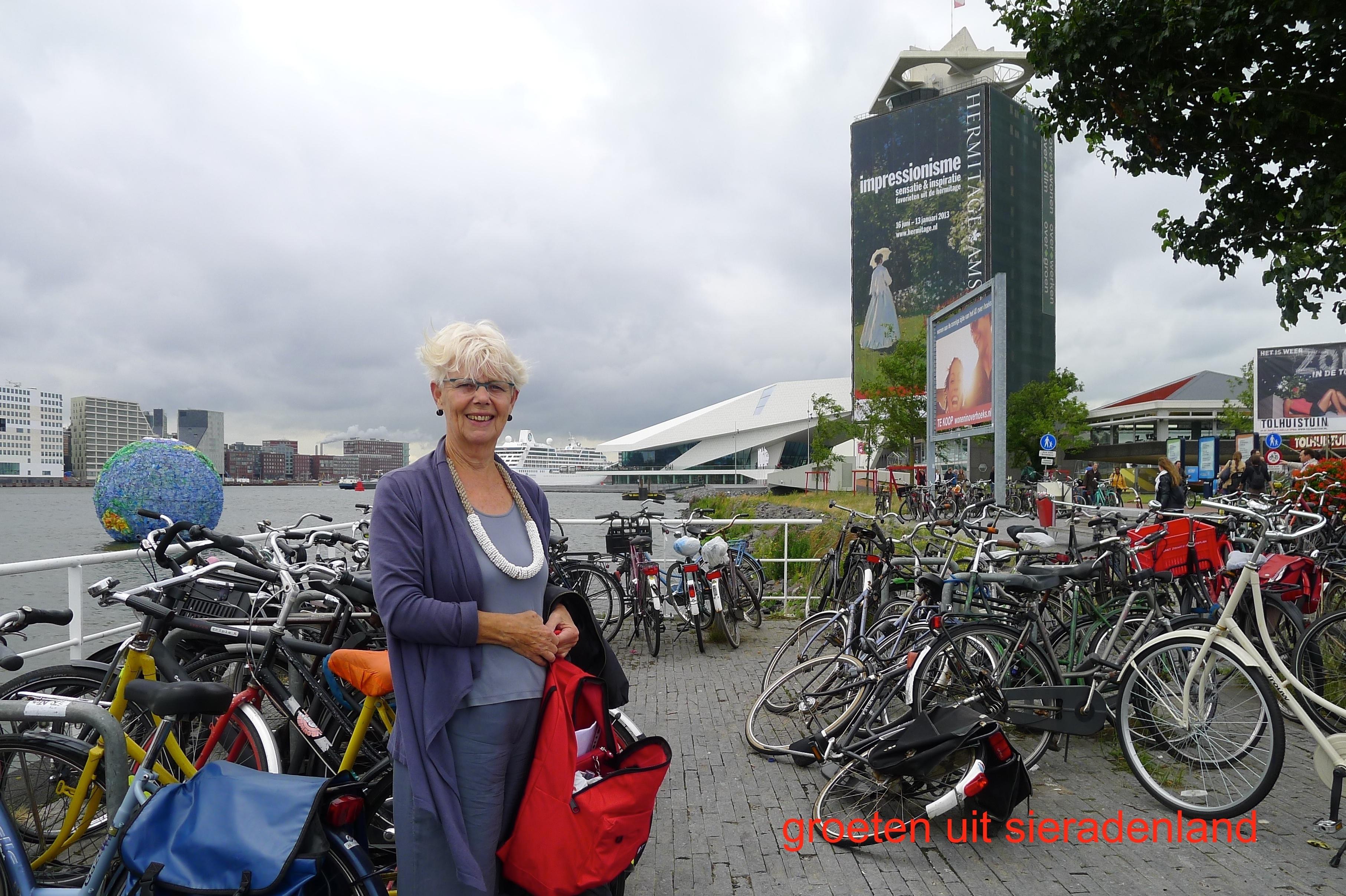 Claartje Keur, Zelfportret met halssieraad van Chequita Nahar, Amsterdam, Pont Amsterdam Noord, 17 juli 2012. Foto Claartje Keur