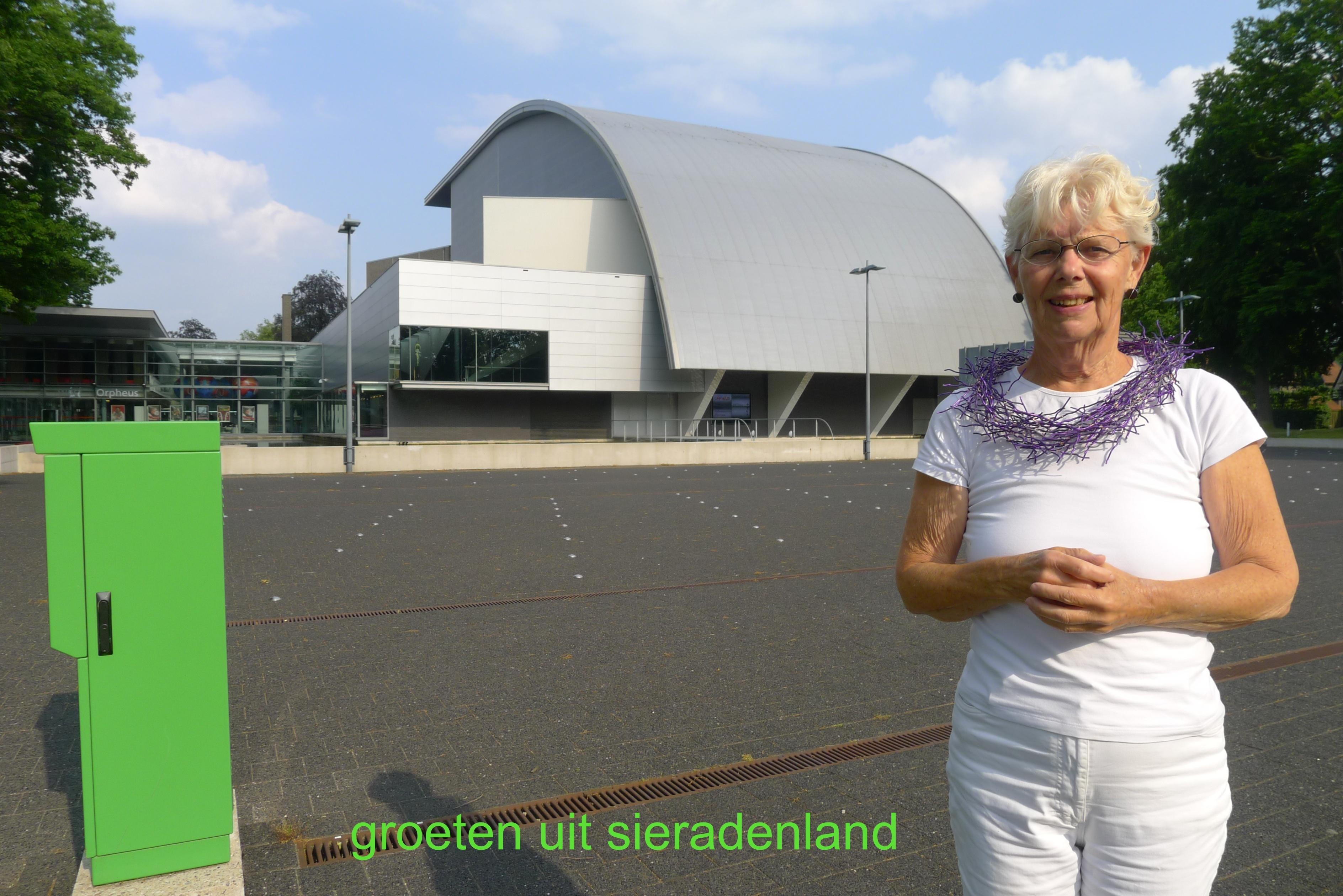 Claartje Keur, Zelfportret met halssieraad van Sita Falkena, Apeldoorn, Orpheus, 11 juni 2013. Foto Claartje Keur