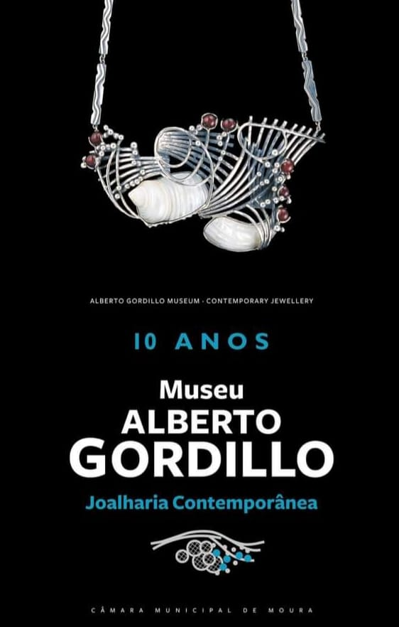 Poster voor het tienjarig jubileum van Museu Alberto Gordillo, halssieraad, schelp, zilver, 1960-1969