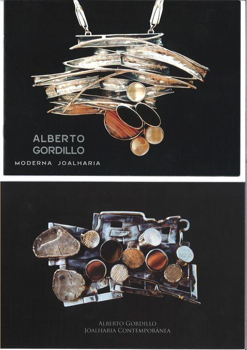 Alberto Gordillo, halssieraad en broche