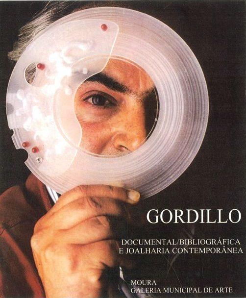 Alberto Gordillo in ELLE met armband, 1980-1989, tijdschrift, kunststof