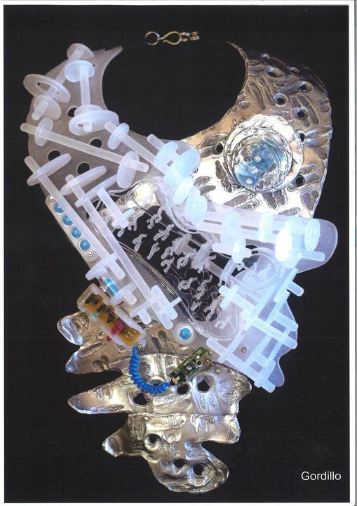 Alberto Gordillo, halssieraad, medicijnen, water, kunststof, elektronica