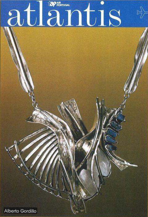 Tijdschrift Atlantis, Alberto Gordillo, halssieraad, zilver, parelmoer, lapis lazuli