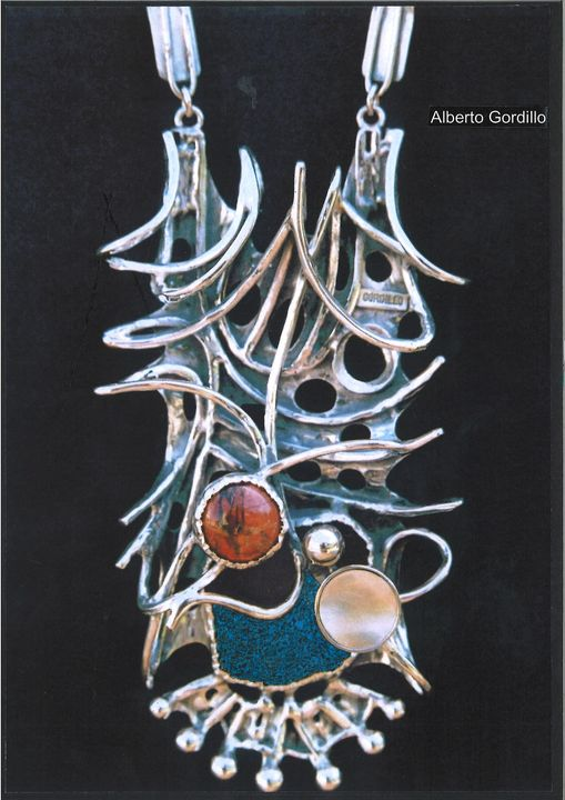 Alberto Gordillo, halssieraad, 1960-1969, zilver, jaspis, parelmoer