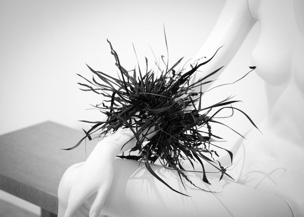 Harriete Estel Berman, armband. Head to Toe, 108 Contemporary, Tulsa. Foto Steven Michaels, plastic