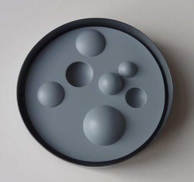 Thérèse Hilbert, broche, 2009, gezwart zilver, obsidiaan