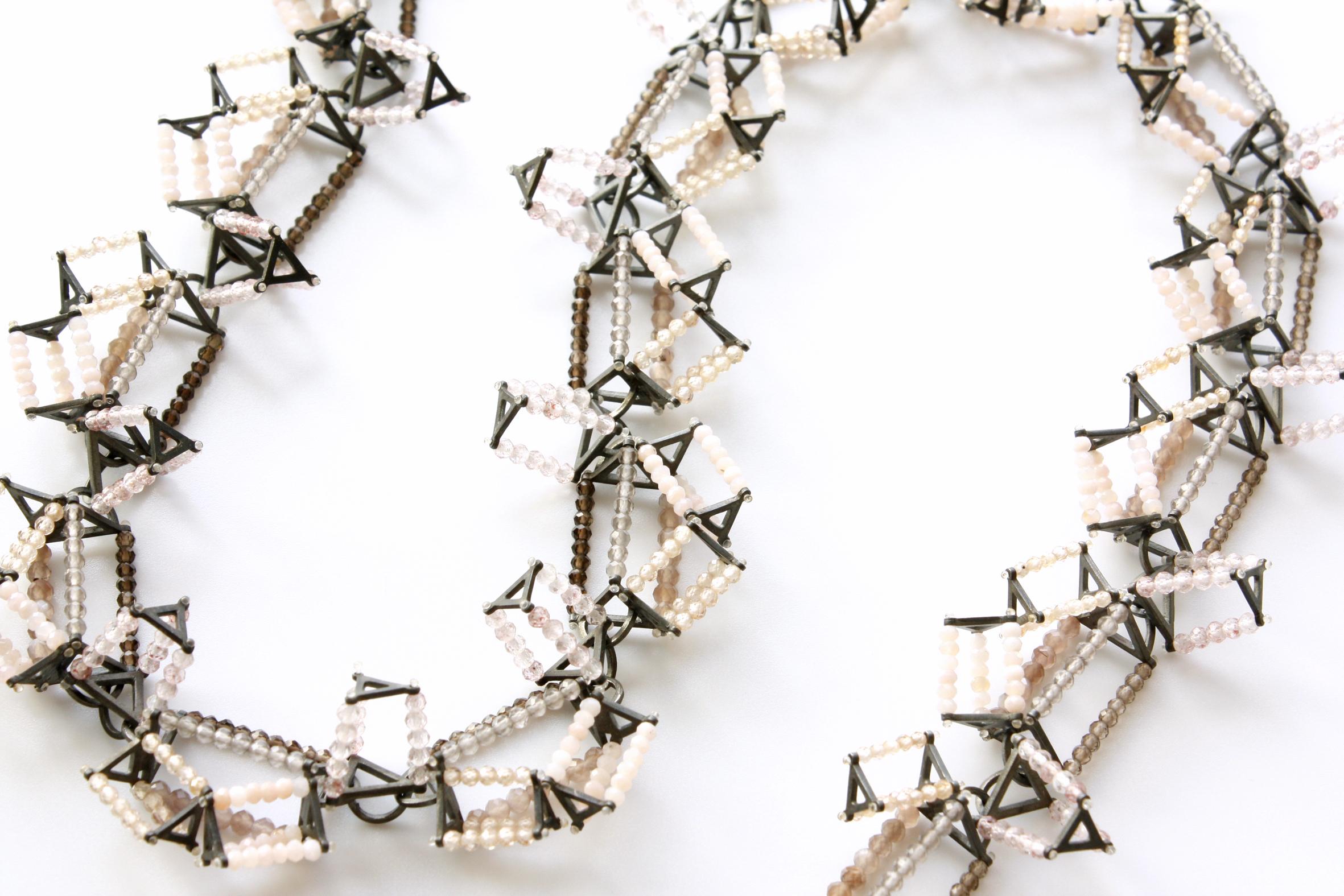 Alexandra Bahlmann, Pseudo Crystals, halssieraad, 2015, geoxideerd zilver, zirconia, maansteen, rookkwarts, rozekwarts