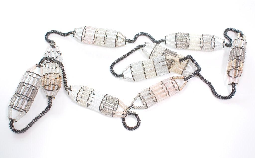 Alexandra Bahlmann, halssieraad, 2019, geoxideerd zilver, granaat, zirconia, parelmoer, kwarts, parels, labradoriet, opaal, maansteen, silimaniet
