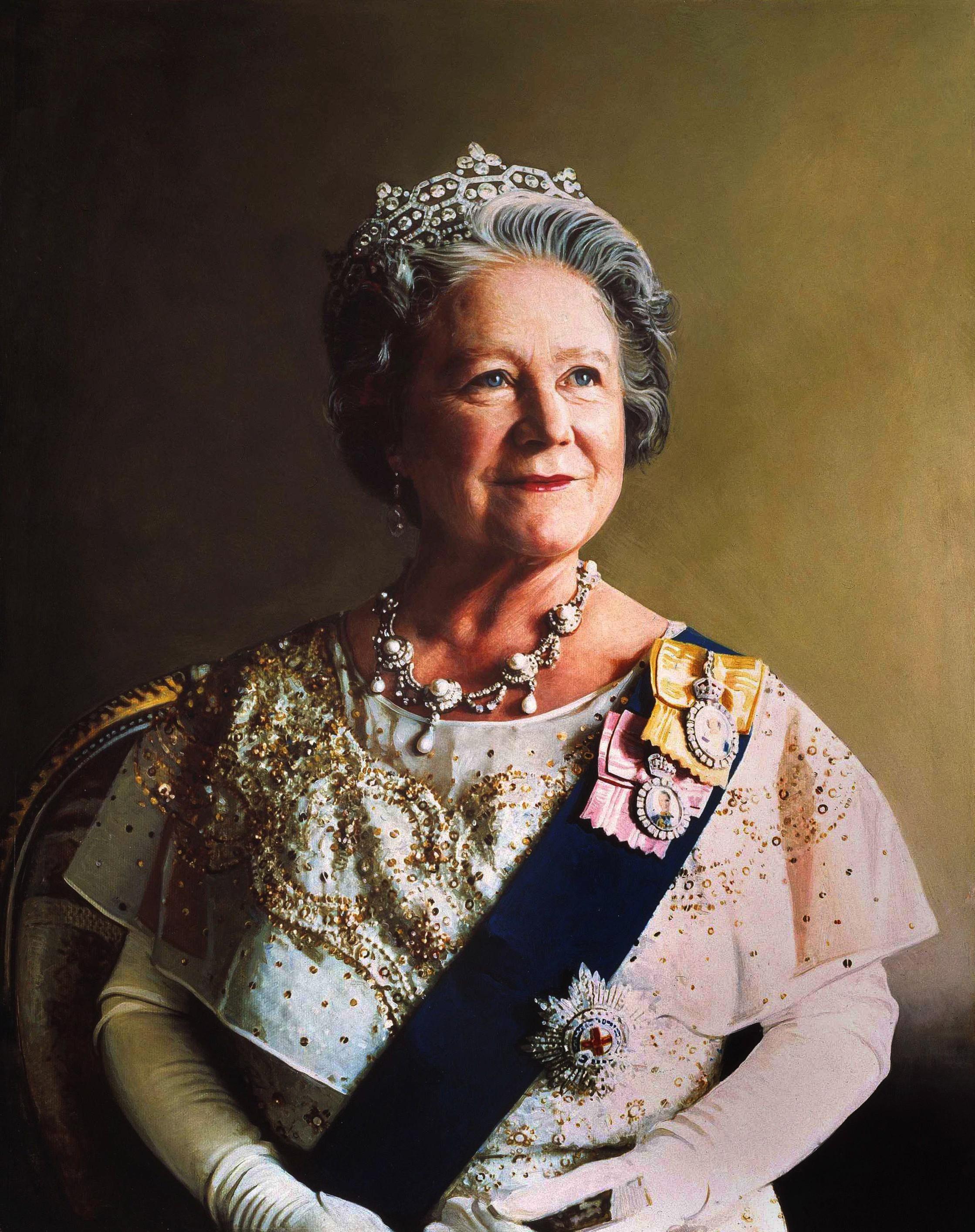 Richard Stone, Queen Mother draagt Greville tiara van Boucheron, foto, 1986, portret, halssieraad
