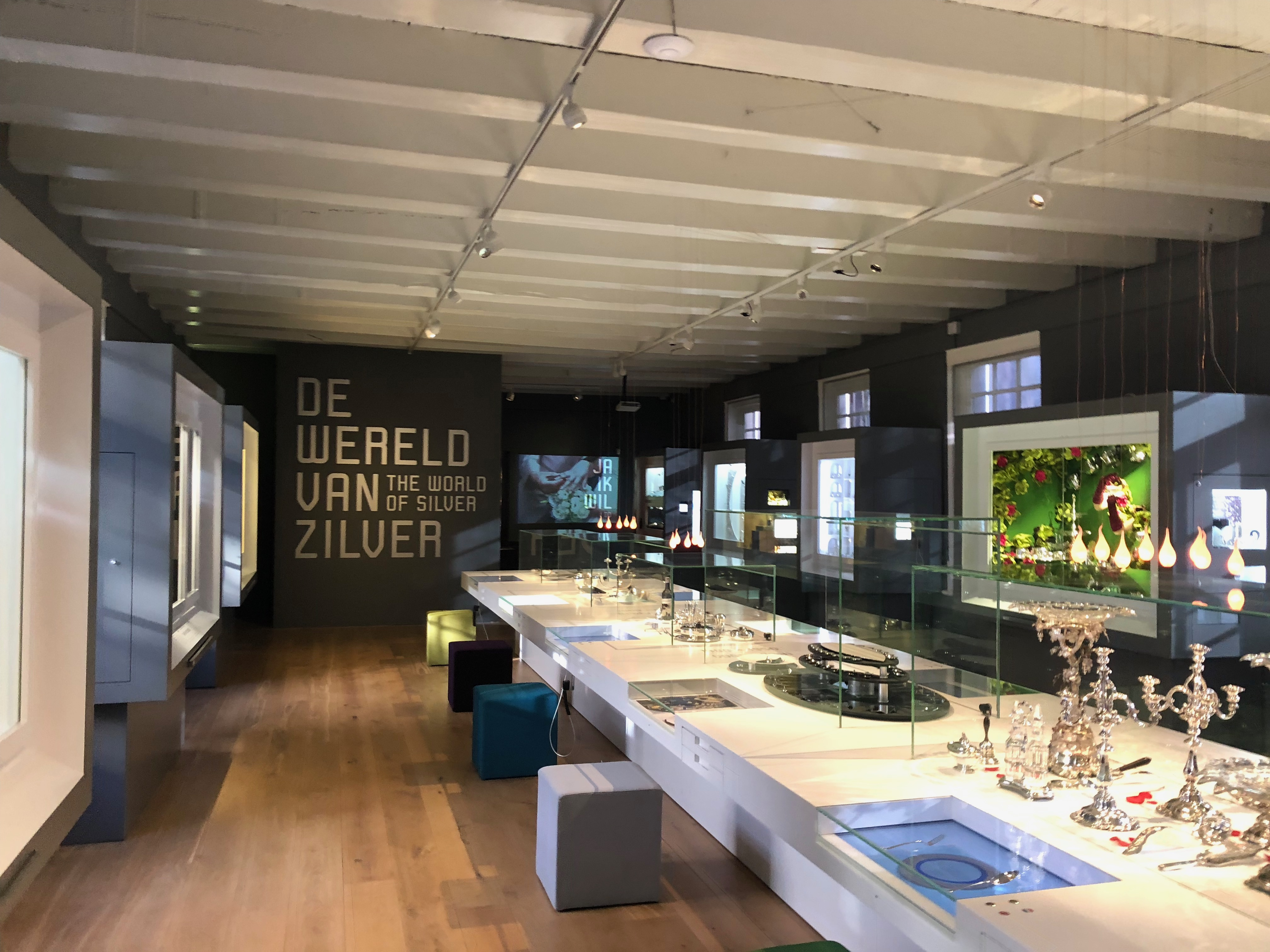 Zilvermuseum Schoonhoven, vaste opstelling, 2019. Foto Hanno Lans, interieur, vitrines