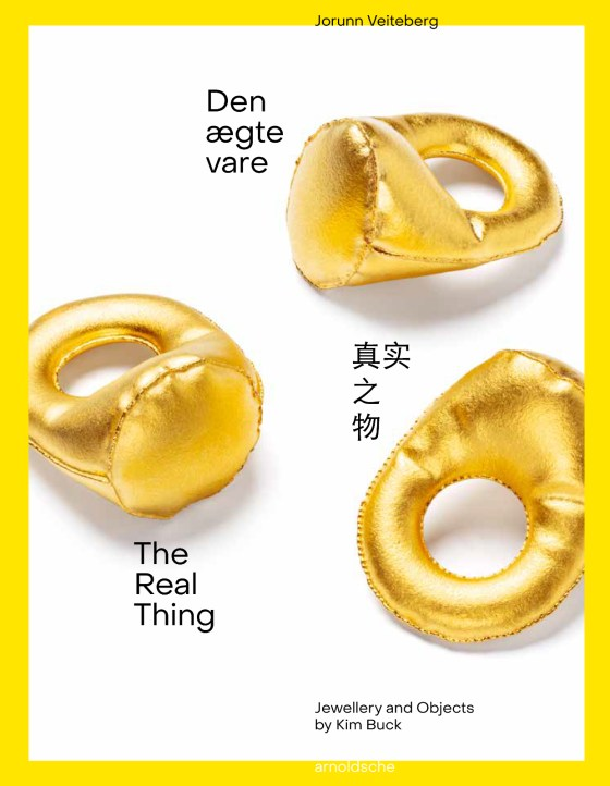 The Real Thing, Jewellery and Objects by Kim Buck, boekomslag, 2021. Foto arnoldsche Art Publishers