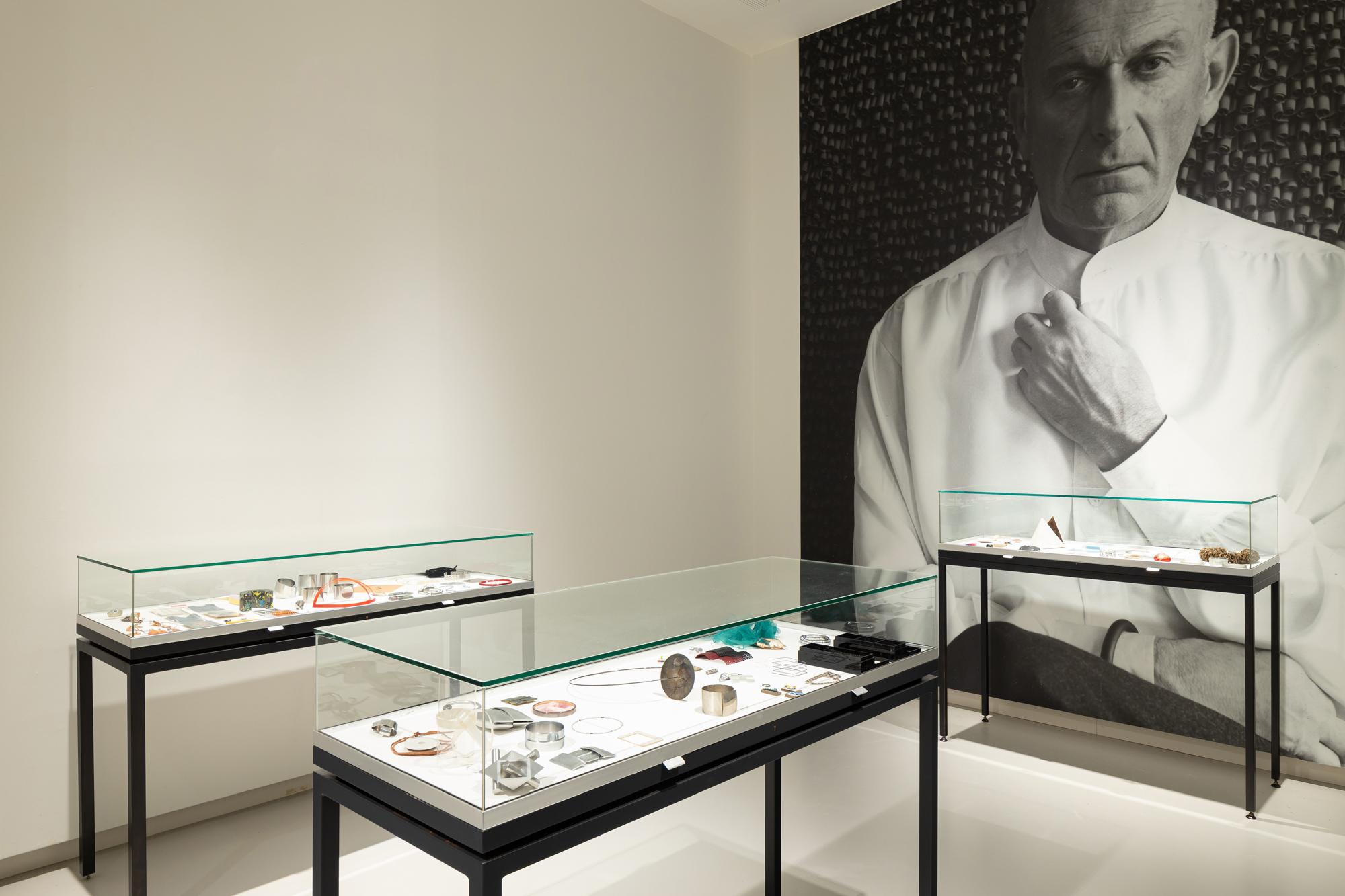 Benno Premsela - Strijder en verleider, Design Museum Den Bosch, 2021, portret, vitrines, tentoonstelling