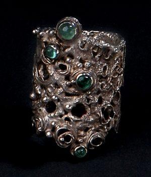 Gerda Flöckinger, #94, ring, zilver, samragden