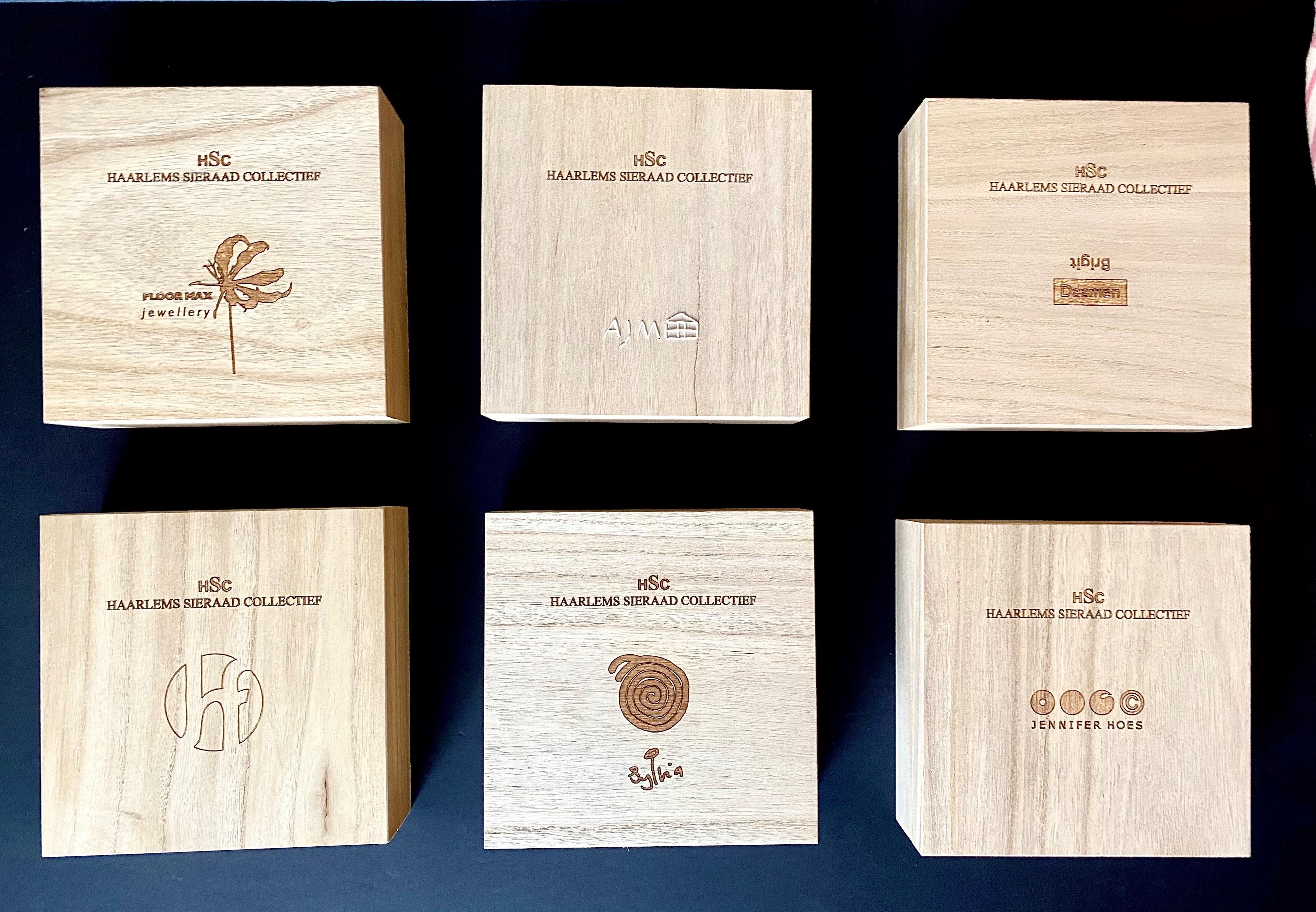Haarlems Sieraad Collectief (HSC), 2018. De serie van zes houten doosjes. Collectie Margriet Blom & Michel Krechting. Foto Michel Krechting