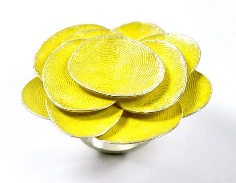Gerd Rothmann, Gelbe Blume, ring, 2021, zilver, pigment