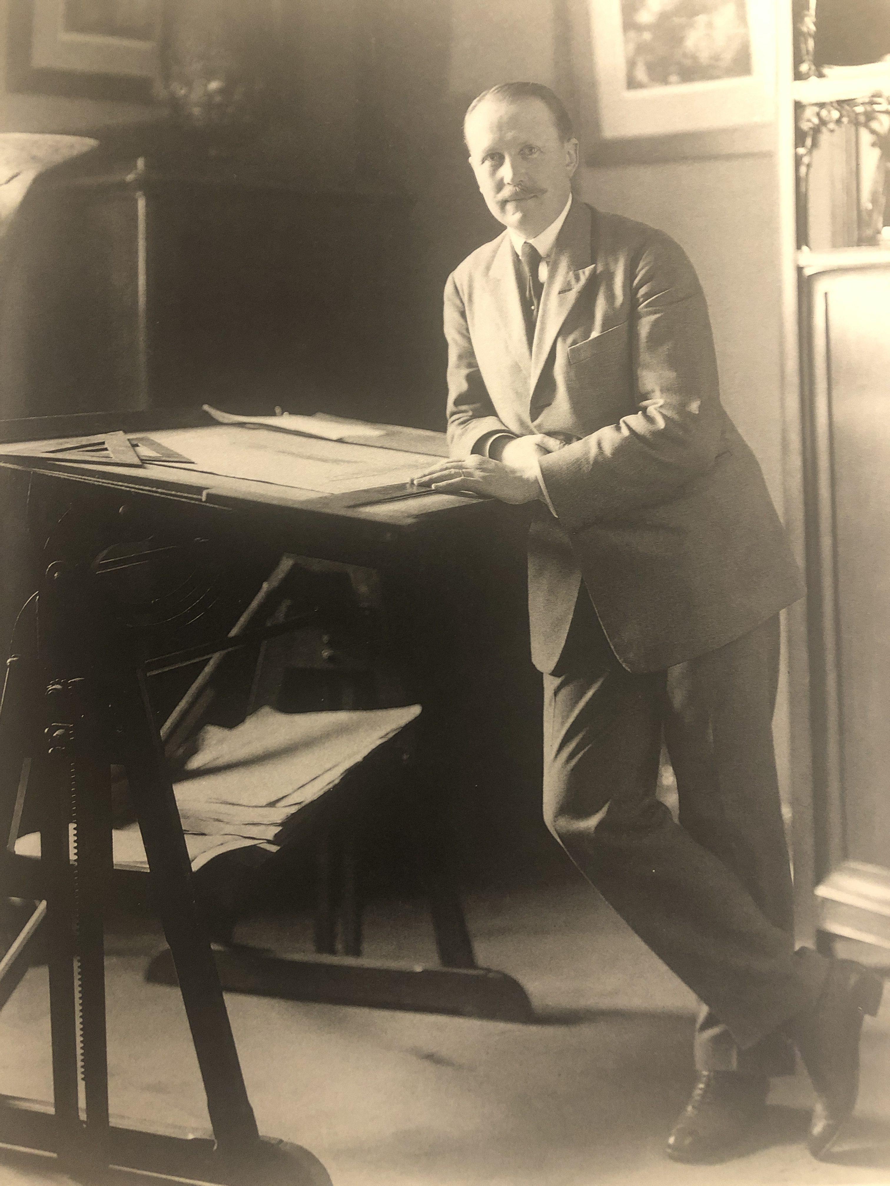 Edgar Brandt, portret, tekentafel
