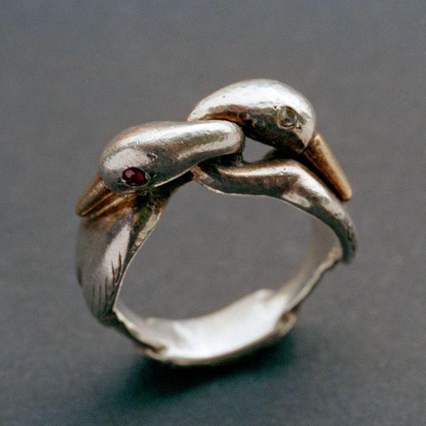 Moshe Oved, ring, circa 1950. Foto Tadema Gallery, zilver, goud, robijnen, diamanten