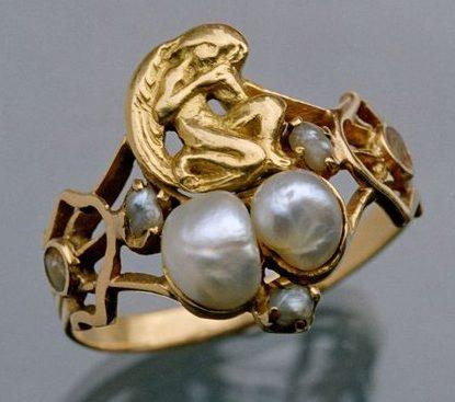 Henry Wilson, ring, circa 1900. Foto David & Sonya Newell-Smith, goud, parels