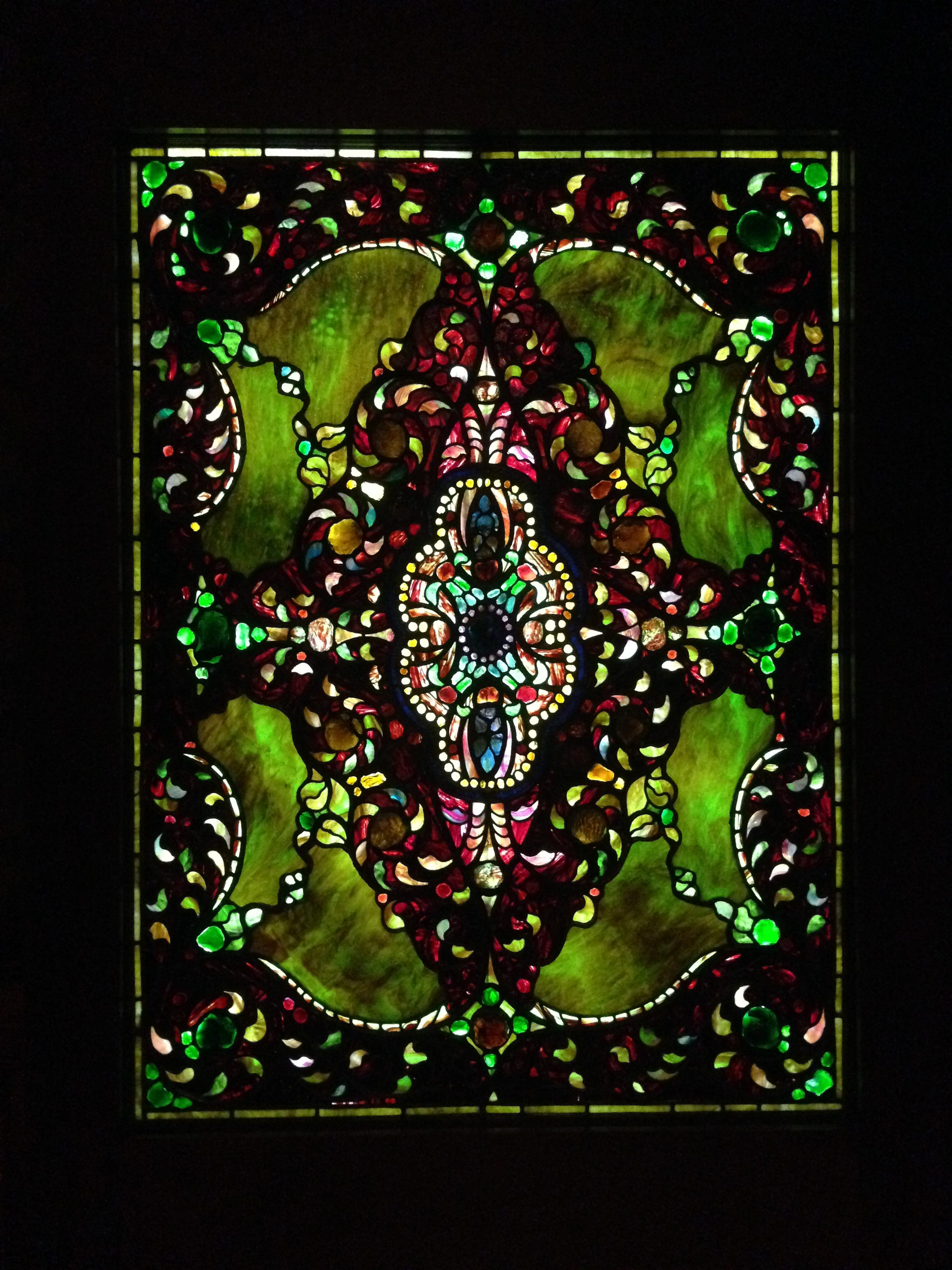 Tiffany, glas in lood, Richard H. Driehaus Museum, Chicago, 2014. Foto Victorgrigas