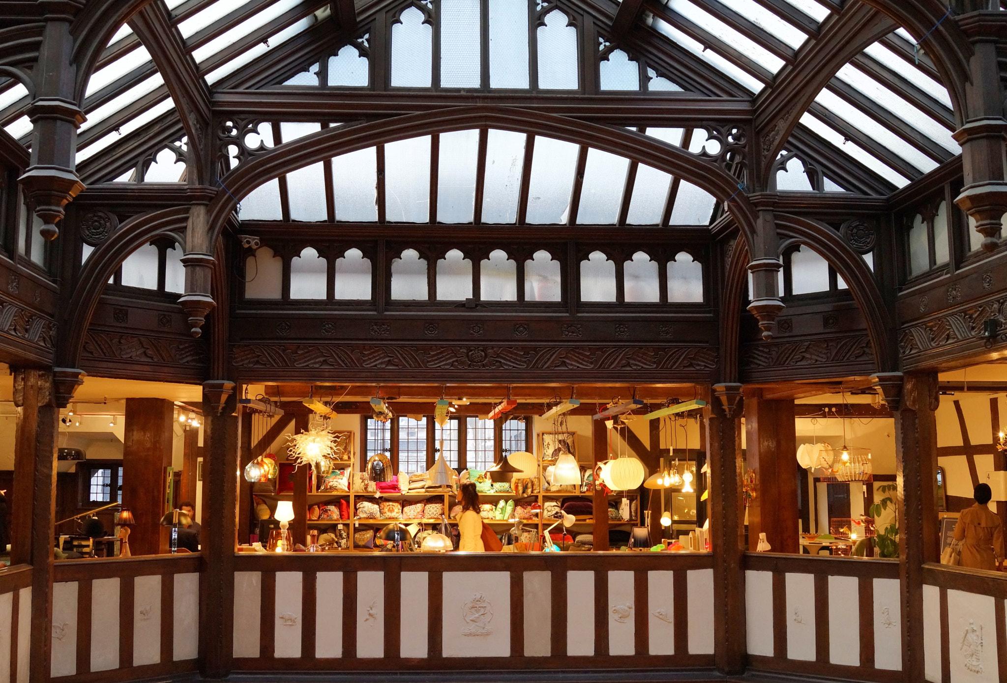 Liberty & Co., Londen. Foto Spindux, winkel, interieur