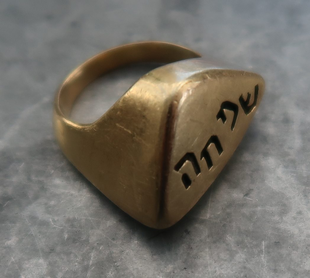 Karel Niehorster, ring, 1964. Particuliere collectie. Foto Coert Peter Krabbe, goud, steen