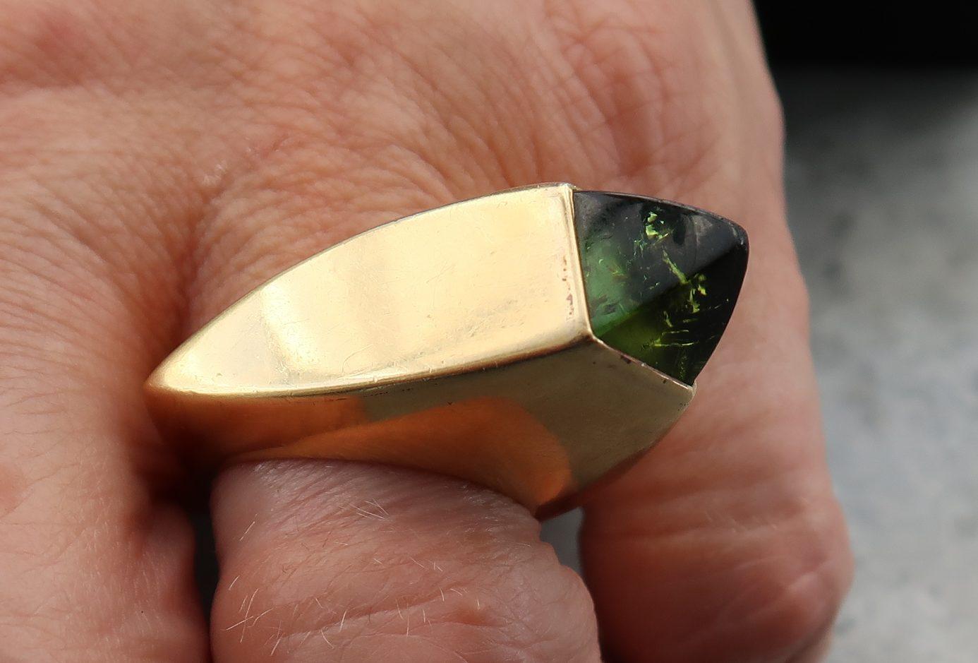 Karel Niehorster, ring, 1968. Particuliere collectie. Foto Coert Peter Krabbe, goud, toermalijn