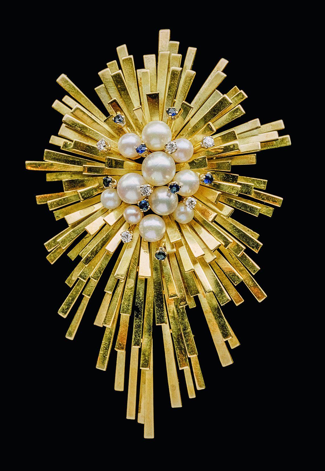 David Thomas, Starburst, hanger/broche, 1967. Foto David & Sonya Newell-Smith, goud, saffieren, parels, diamanten