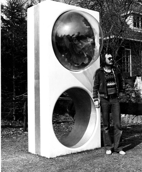 Marion Herbst, The Big Ring circa 1970. Foto met dank aan Berend Peter, portret, Blaricum, polyester, aluminium, perspex